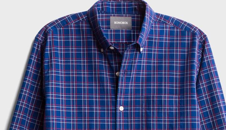 蓝色和红色格子纽扣衬衫。
